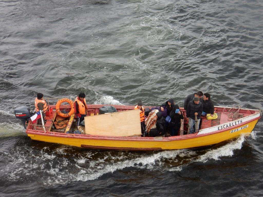 barca-puerto-eden